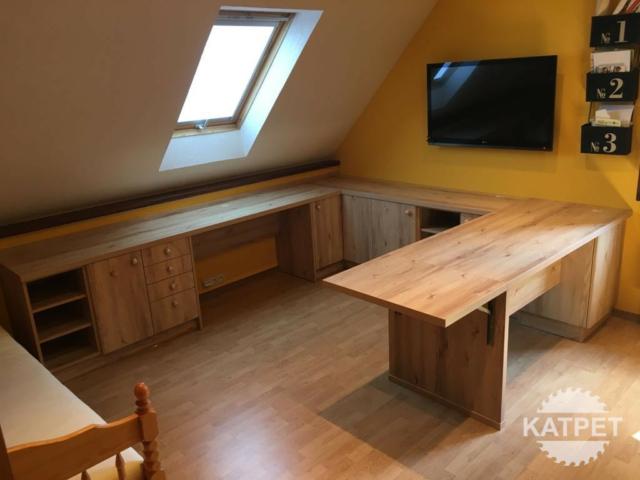 Pracovní stůl tvaru U