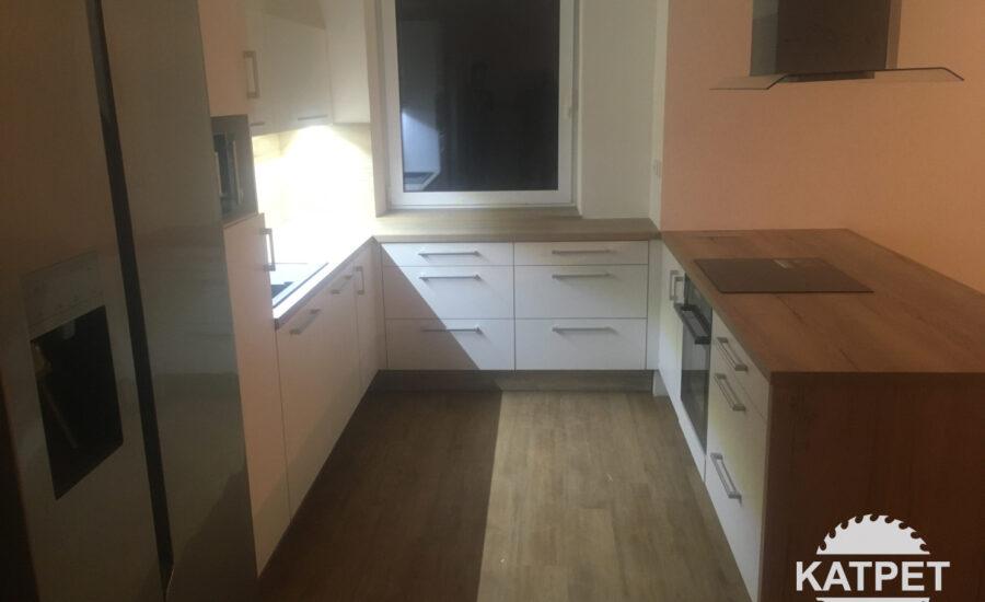 Malá moderní kuchyň Katpet