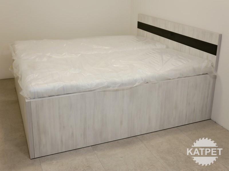 Vyskoá manželská postel na míru