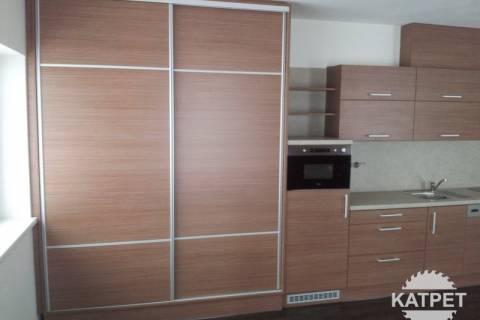 Velký úložný prostor - kuchyně