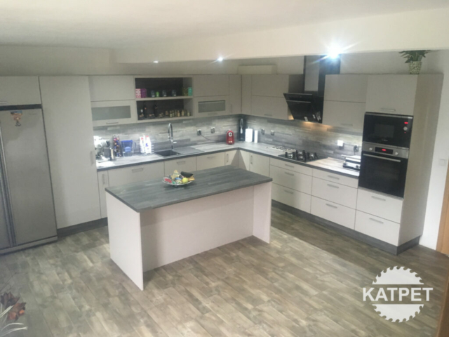 Bílá kuchyň Katpet