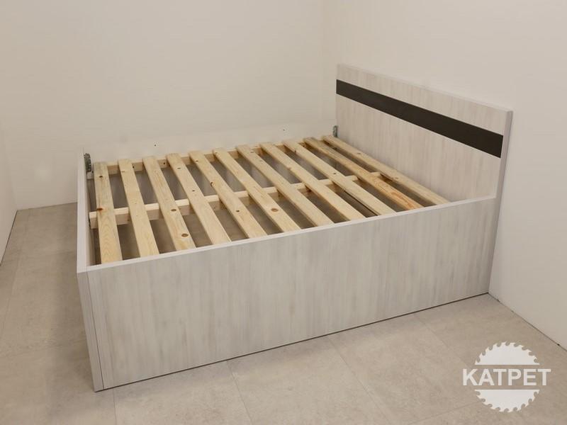 Manželská postel světlé dřevo