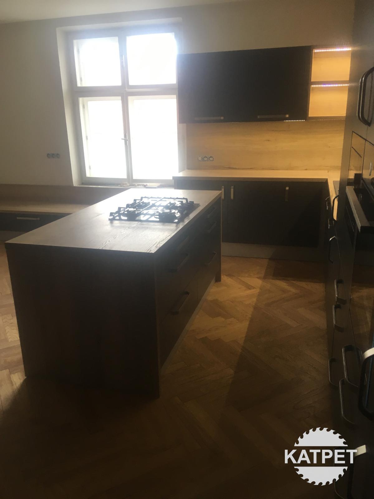 Kuchyně v černém