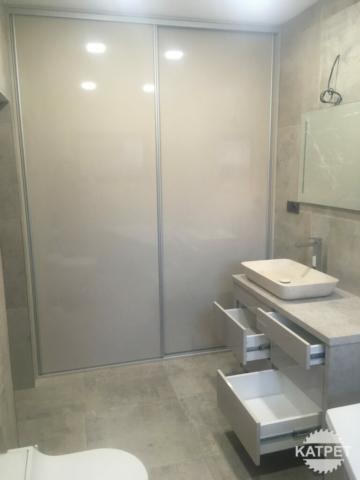 Koupelnová zástěna na míru