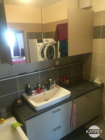 Koupelnový úložný prostor