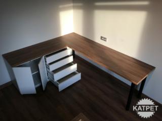 Pracovní stůl tvaru L