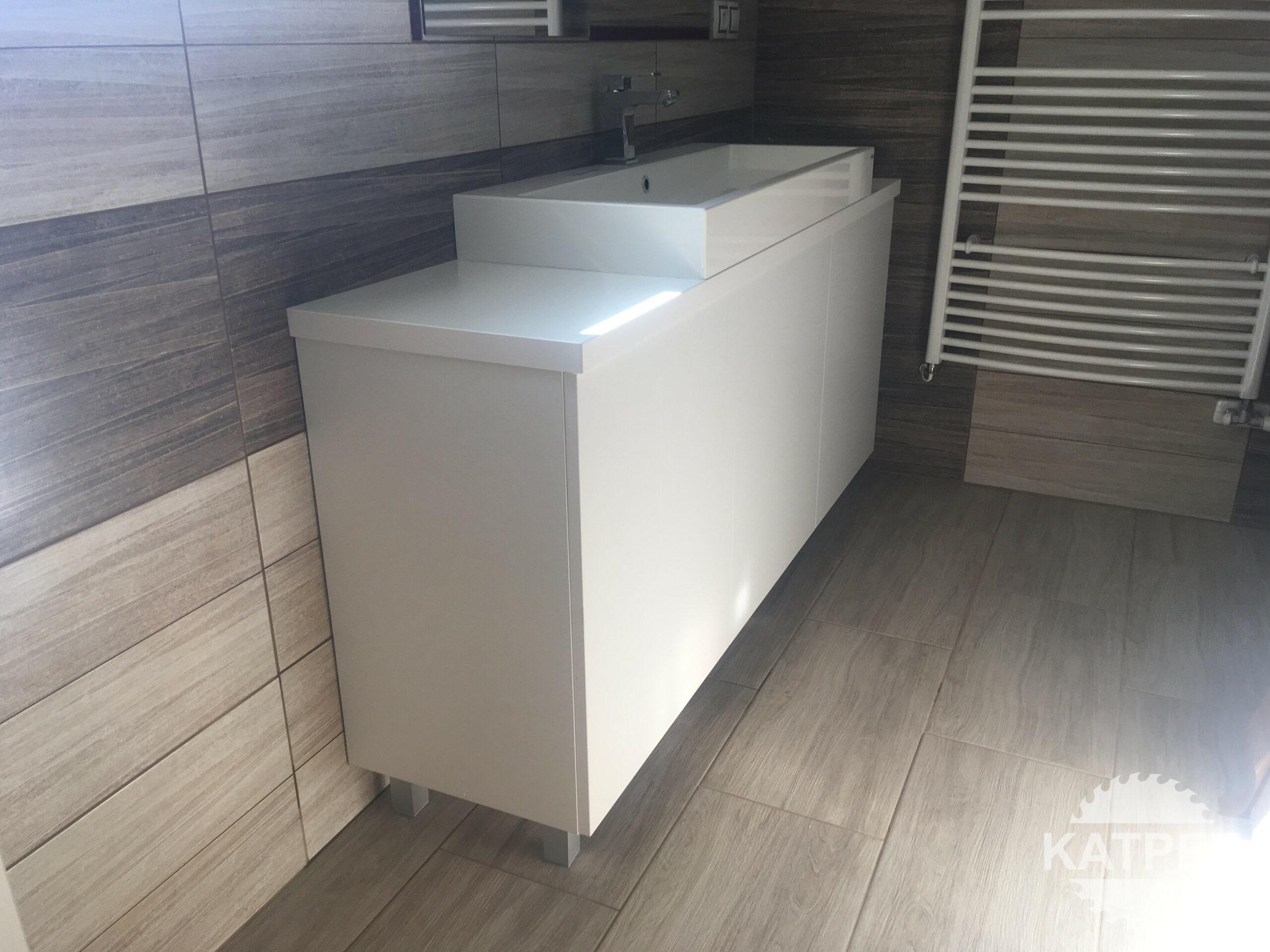 Jednoduchá skříň pod umyvadlo