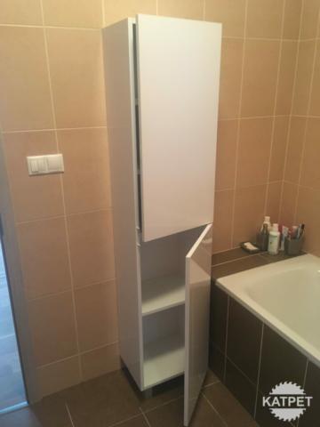 Koupelnová skříň na míru
