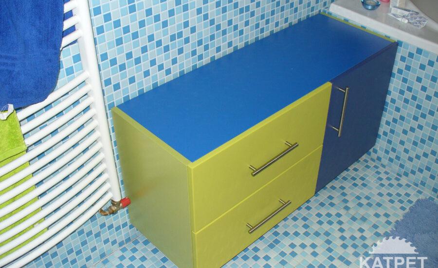 Netradiční koupelnová skříň