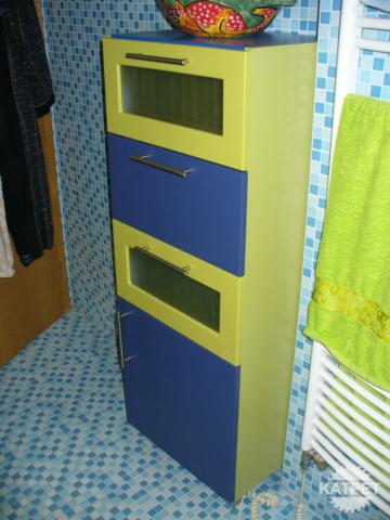 Barevná koupelnová skříň