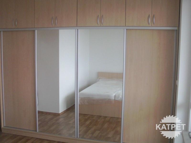 Zrcadlová skříň