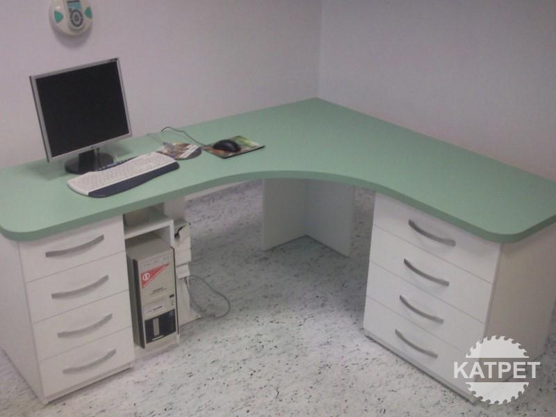 Kancelářské a pracovní stoly