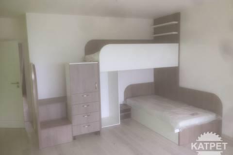 Systém patrových postelí