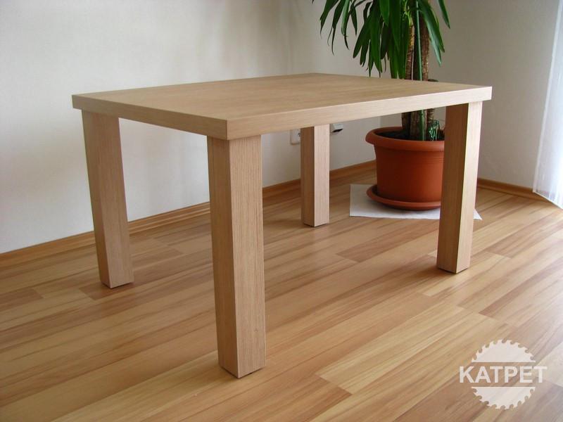 Jídelní stůl světlý