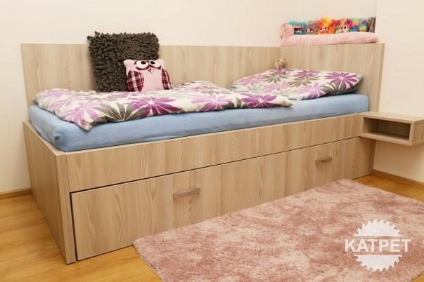 Dívčí pokojíček - postel