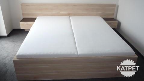 Velká manželská postel