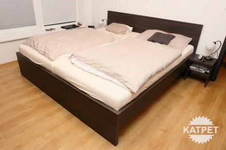 Jednoduchá manželská postel