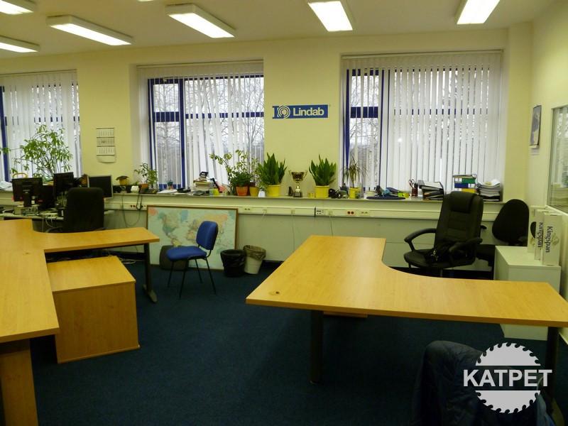 Kancelářské stoly na míru