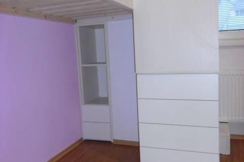 Vyvýšená postel s úložným prostorem