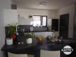 Kuchyně a stůl Katpet