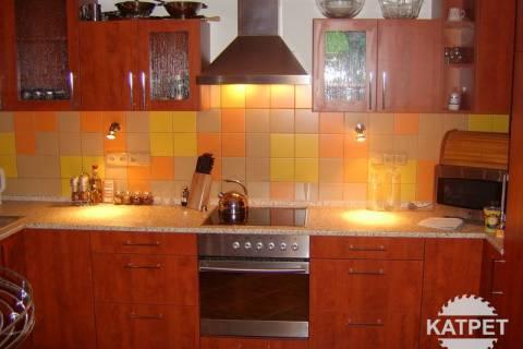 Prostorná kuchyň na míru