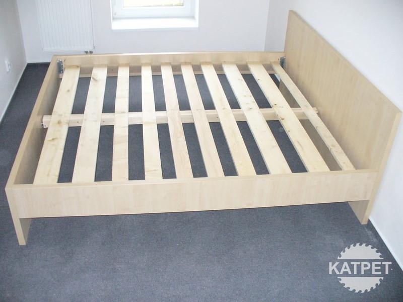 Rám postele s roštem