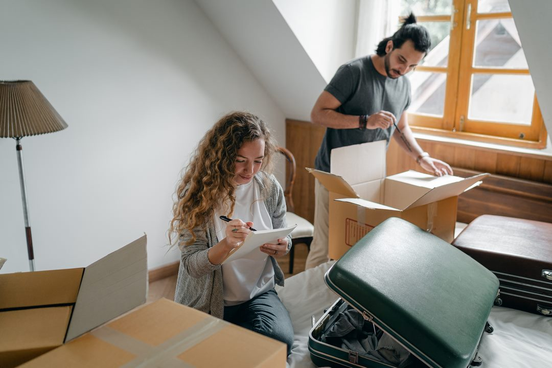 Jak zařídit garsonku: Malý byt, chytré řešení prostoru.