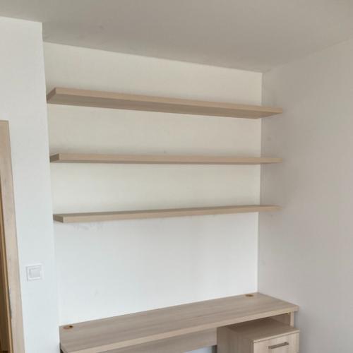 Pracovní stůl s knihovnou – Nové Sady