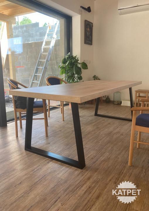 Jídelní stůl – Střížov